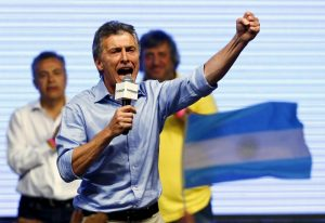 Mauricio Macri, presidential candidate of the Cambiemos (Let's Change) coalition, gestures to his supporters after the presidential election in Buenos Aires, Argentina, November 22, 2015. Conservative opposition candidate Macri comfortably won Argentina's presidential election on Sunday after promising business-friendly reforms to spur investment in the struggling economy. REUTERS/Ivan Alvarado